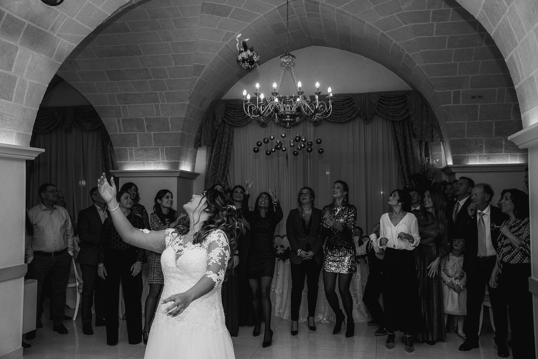 lancio-bouquet-wedding-salento