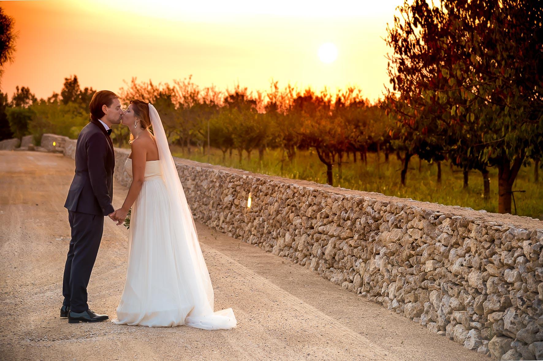 bacio-al-tramonto-sposi
